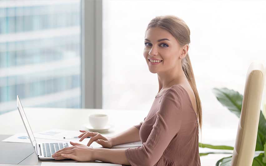 girl working laptop